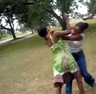 http://2.bp.blogspot.com/-5nOfUo6hAmQ/UheQdwDa8MI/AAAAAAAAsJ4/Ze_r_qcblIg/s1600/Black-women-fighting.jpg